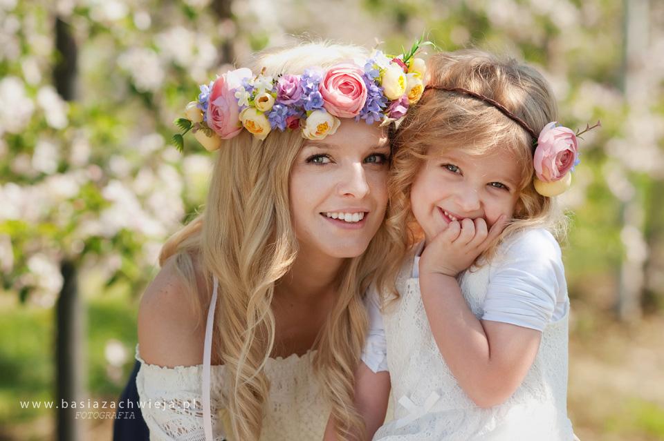 Sesje zdjęciowe w kwitnącym sadzie